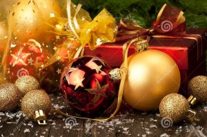 christmas-gift-box-color-balls-still-life-decoration-34338229