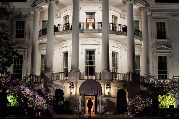 barack_obama_enters_the_white_house_march_2012